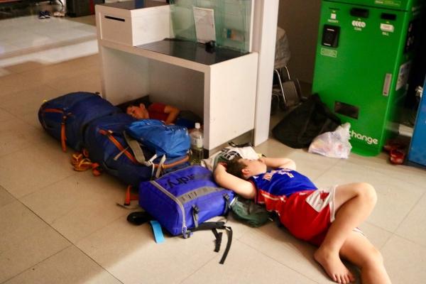 Sleeping at Osaka Kansai Airport_Typhoon Jebi_Japan