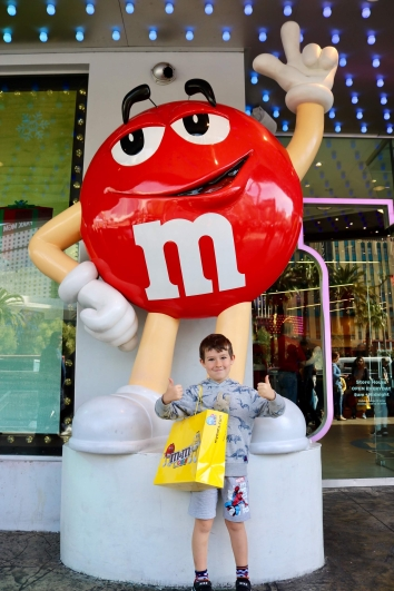 braxton and rabbi at m&m world_las vegas_nevada_america